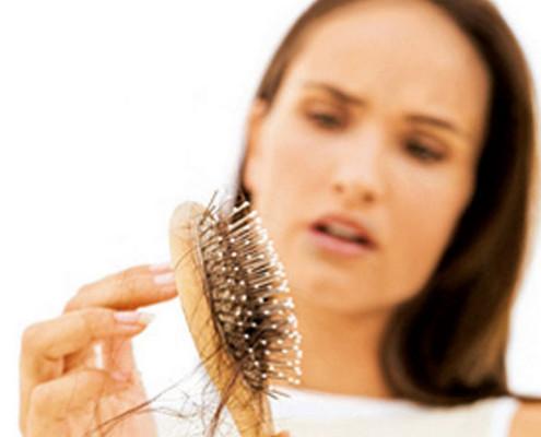Wypadające włosy - poznaj przyczyny http://zdrowszeznatury.pl