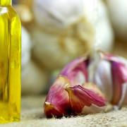 Olejek czosnkowy na przeziębienie http://zdrowszeznatury.pl